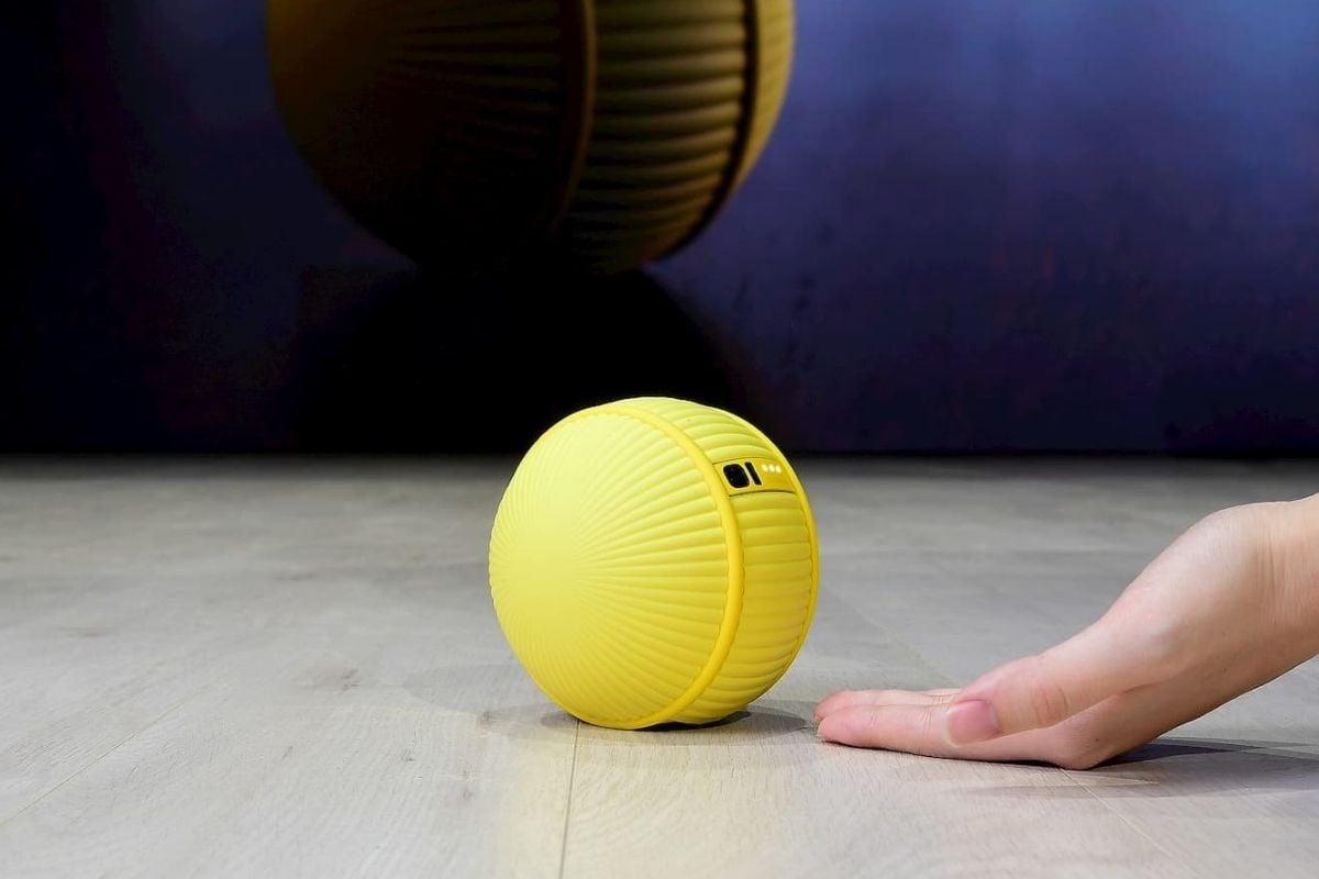 Ballie-Il-robot-personale-da-Samsung-che-ti-segue-in-giro-per-casa